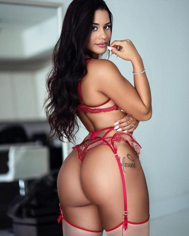 Katya Elise Henry sexy butt pictures