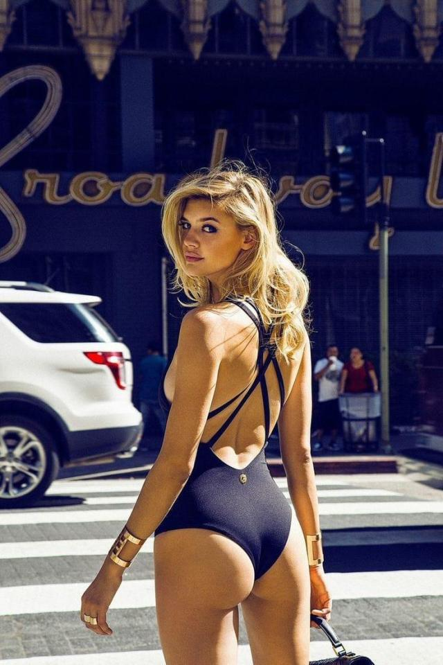 Kelly Rohrbach hot ass pic