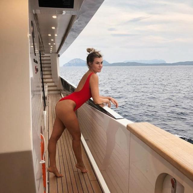 Samantha Hoopes sexy side booty pics