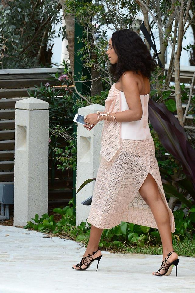 Solange Knowles butt photos