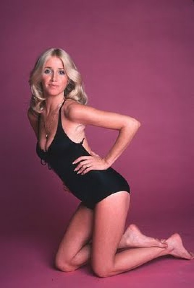 Suzanne Somers sexy looks