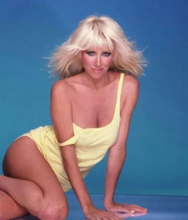 Suzanne Somers tits