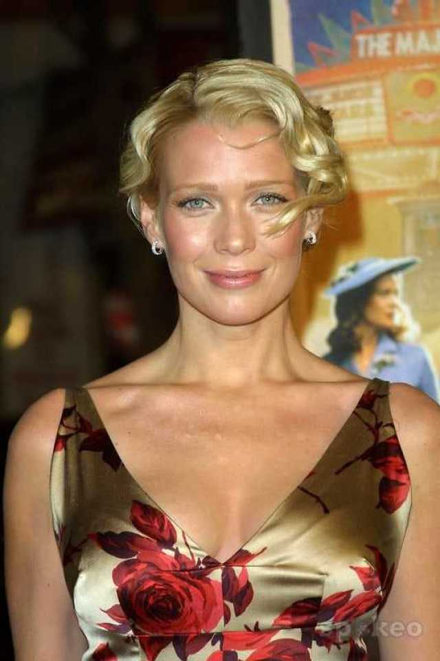 laurie holden cleavage