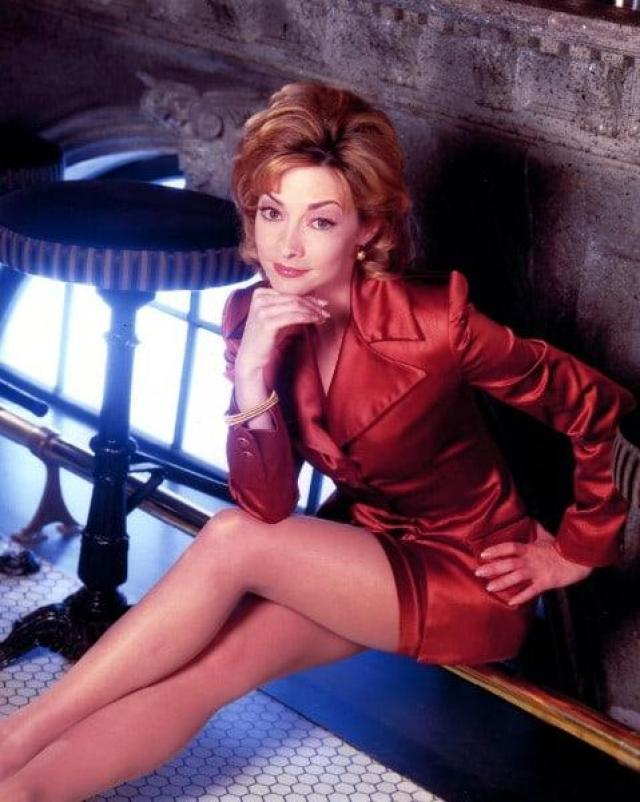 sharon lawrence thighs
