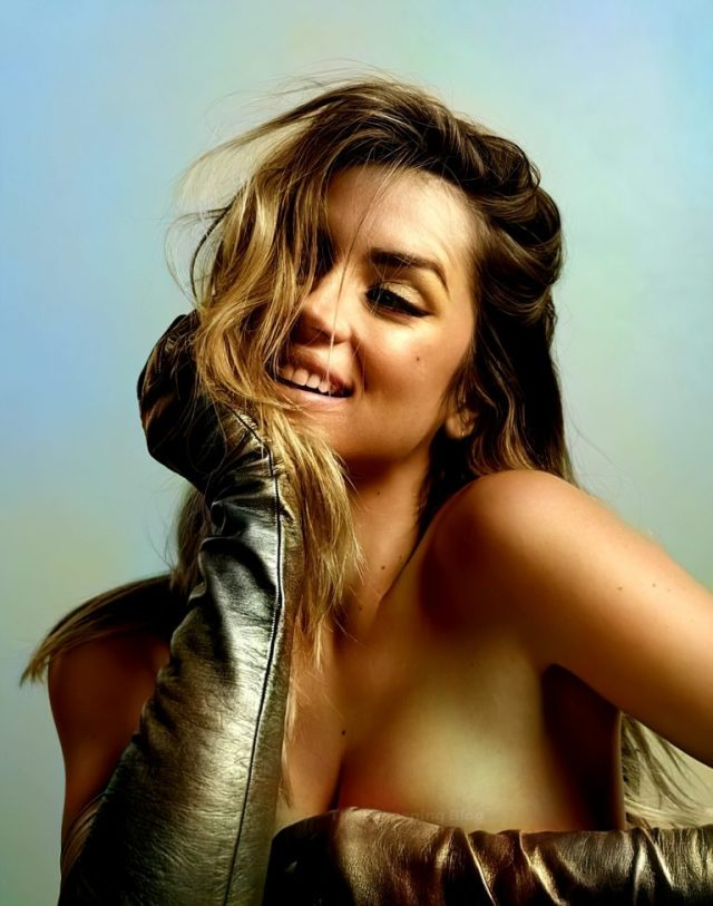 Ana de Armas posed topless
