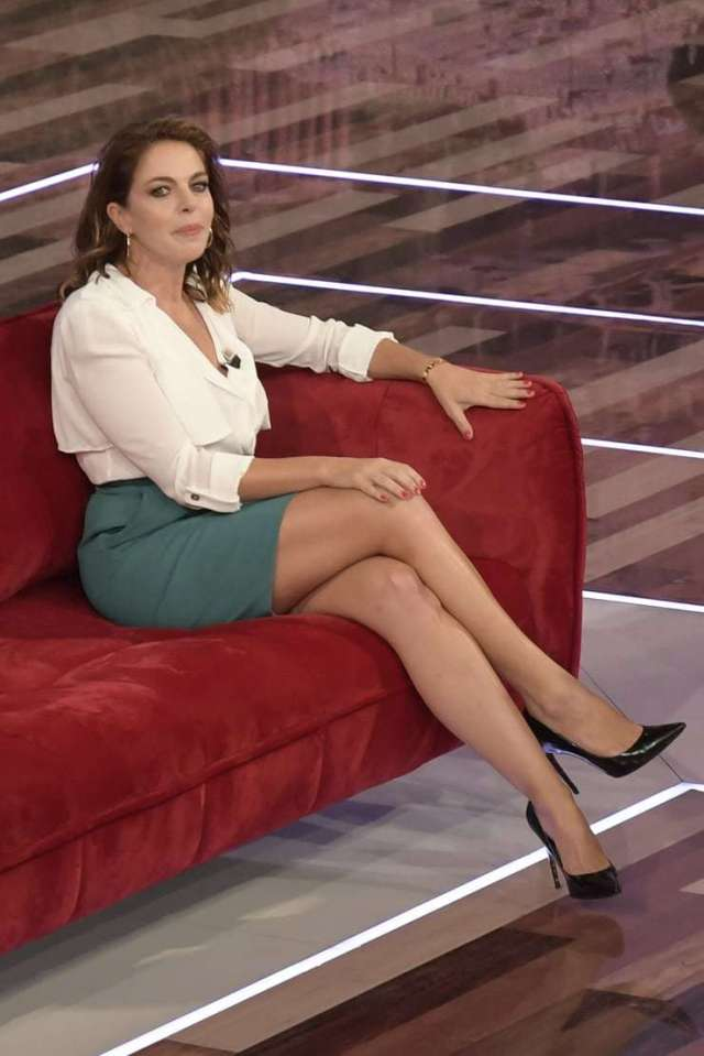 Claudia Gerini hot legs