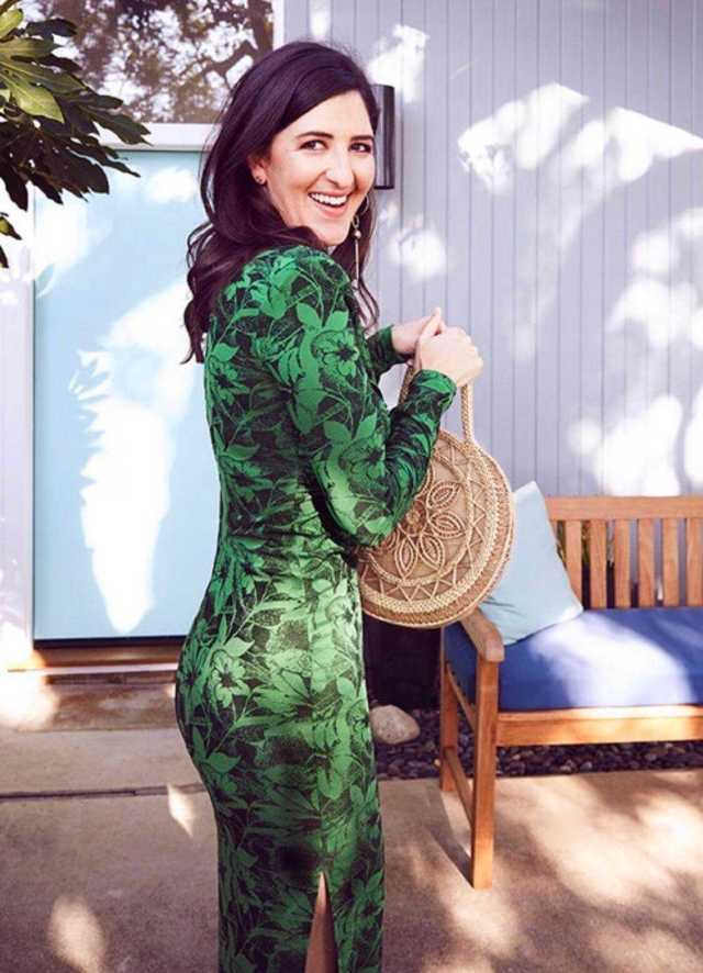 D'Arcy Carden sexy ass pic