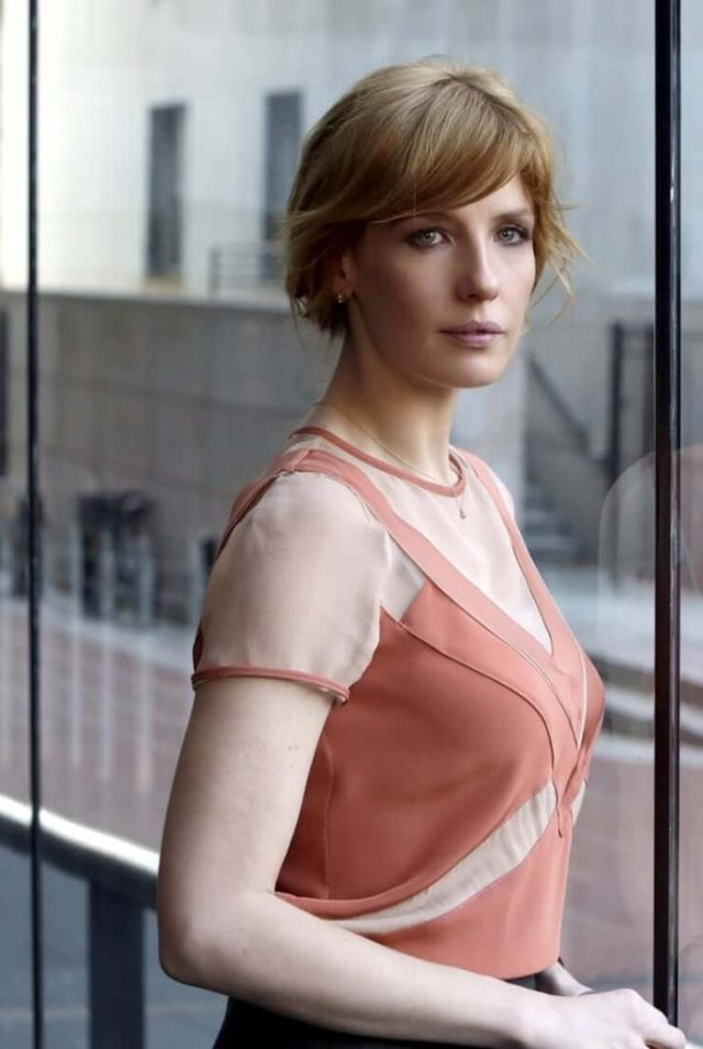 Kelly Reilly side boobs