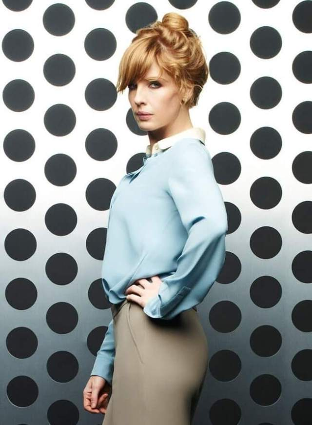 Kelly Reilly side butt pics