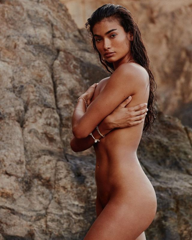 Kelly Gale toned figure