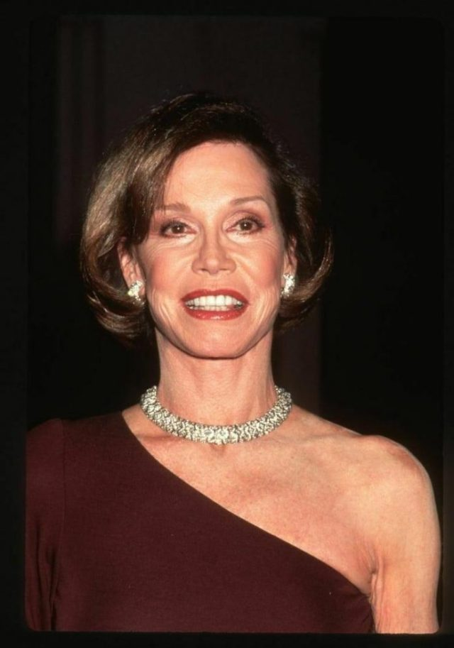 Mary Tyler Moore smile pics