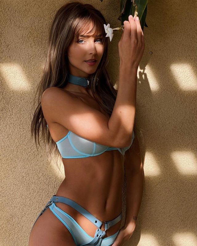 Rachel Cook Looks Gorgeous In Her Recent Instagram Photos As She Poses In Skimpy Bikinis (11 Pics) | Best Of Comic Books