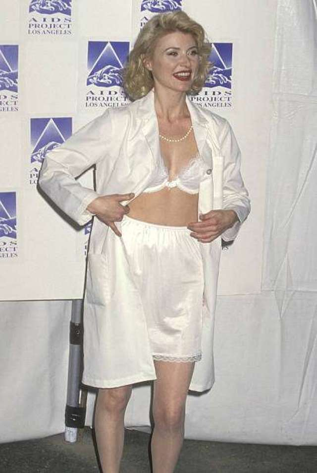 beth broderick sexy pictures