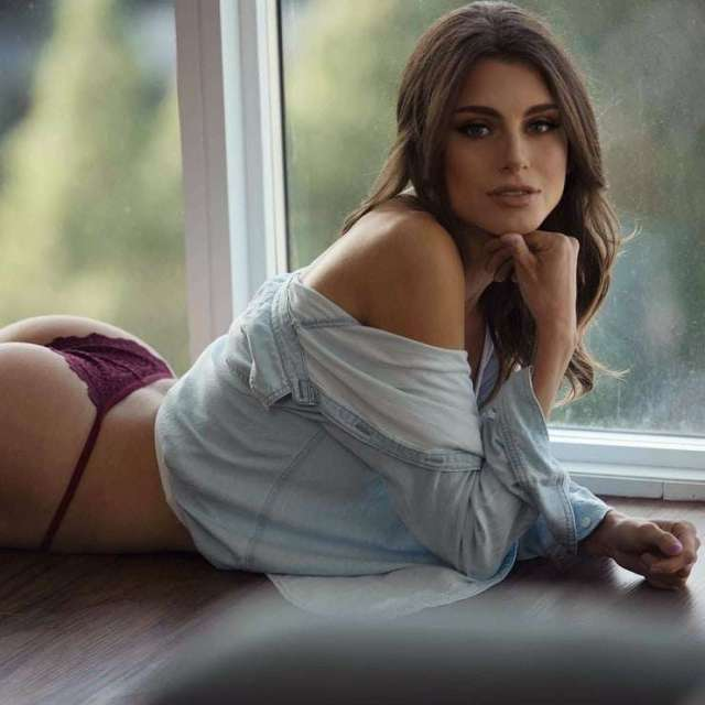 brooke swallow sexy look