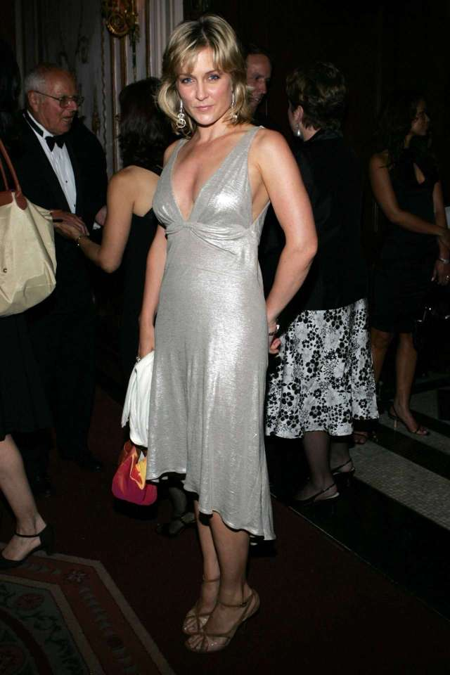 Amy Carlson hot pic