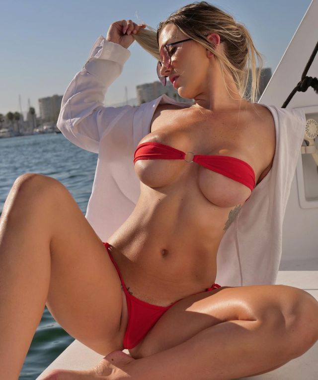 Emily Knight stunning curves