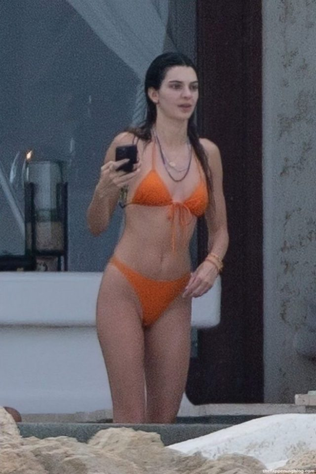 Kendall Jenner stunning physique