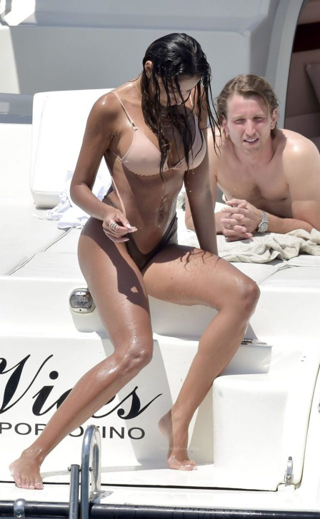 Madalina Ghenea nicely sculpted physique