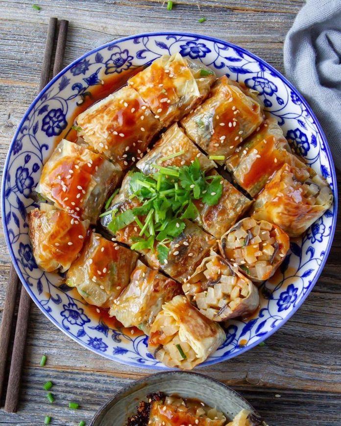Veggie Rolls with Spicy Sweet Sauce