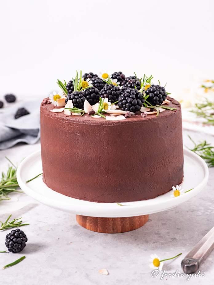 Vegan chia recipe: chocolate cake with rosemary blackberry jam