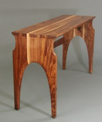 The tables can also be used separately. Note the truly huge dovetails.