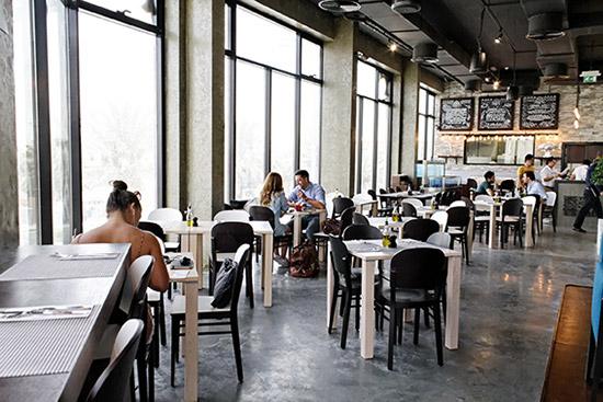 The Surf Café افضل مطعم مأكولات بحرية في دبي