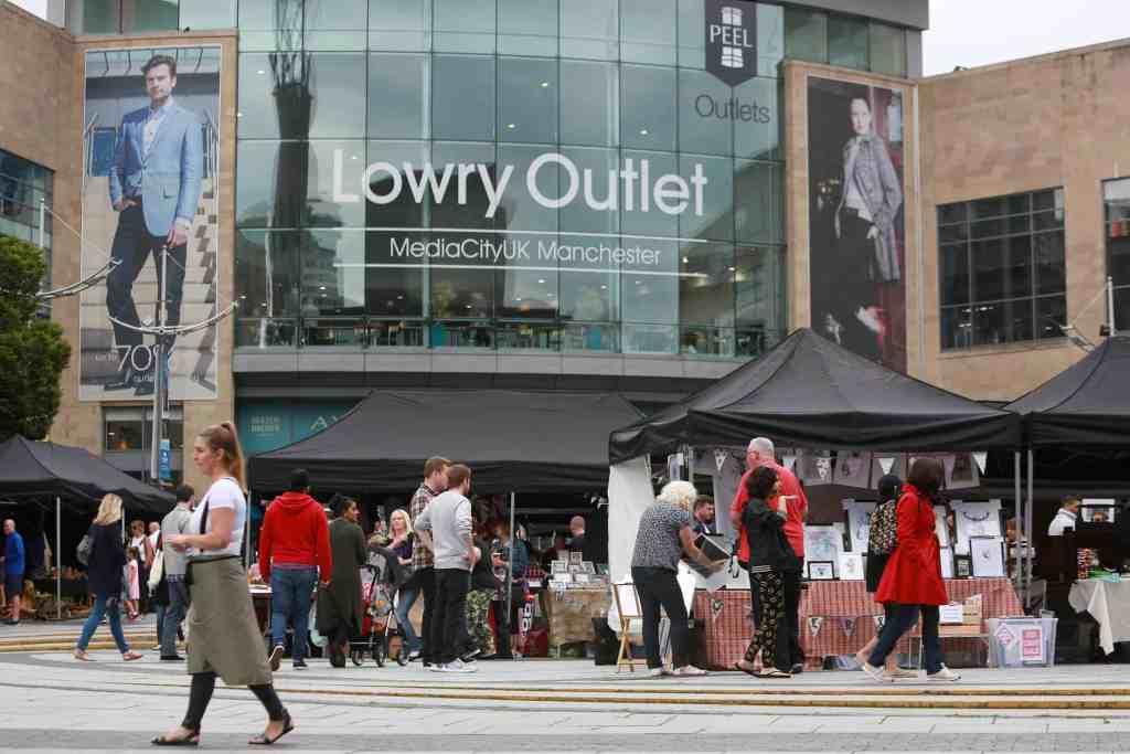 لوري أوت لت مول (Lowry Outlet Mall The Quays)