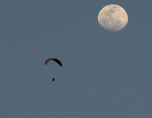 Paragliding-Fly-To-Moon