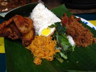 Nasi ambang/ambeng is a Javanese rice dish made up of spiced/fried/gravy chicken, chilli paste, serunding (Malaysian meat floss), vermicelli, tempe (Indonesian fermented soybean cake) and salted fish. It is really popular in Johor but not common in KL Image courtesy- Nasi ambang @ Pasar Ramadhan Kelana Jaya