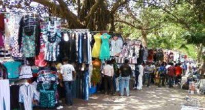 Street shopping in Mumbai, India