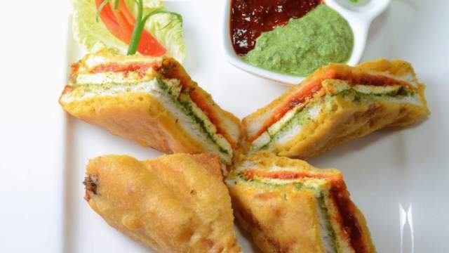 Tri-Colour Sandwich Bread Pakora, for the Independence Day