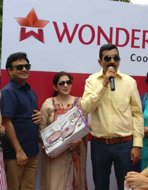 Ravi Saxena with Winner Reena Arora and Chef Sanjeev Kapoor at Gurugram