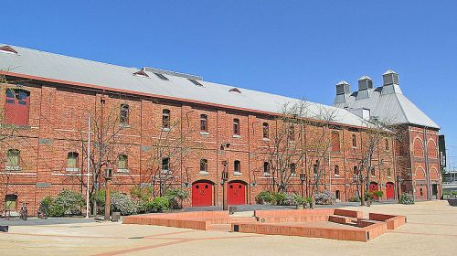 Malthouse Art Theatre and Square - Wikimedia_Donaldytong