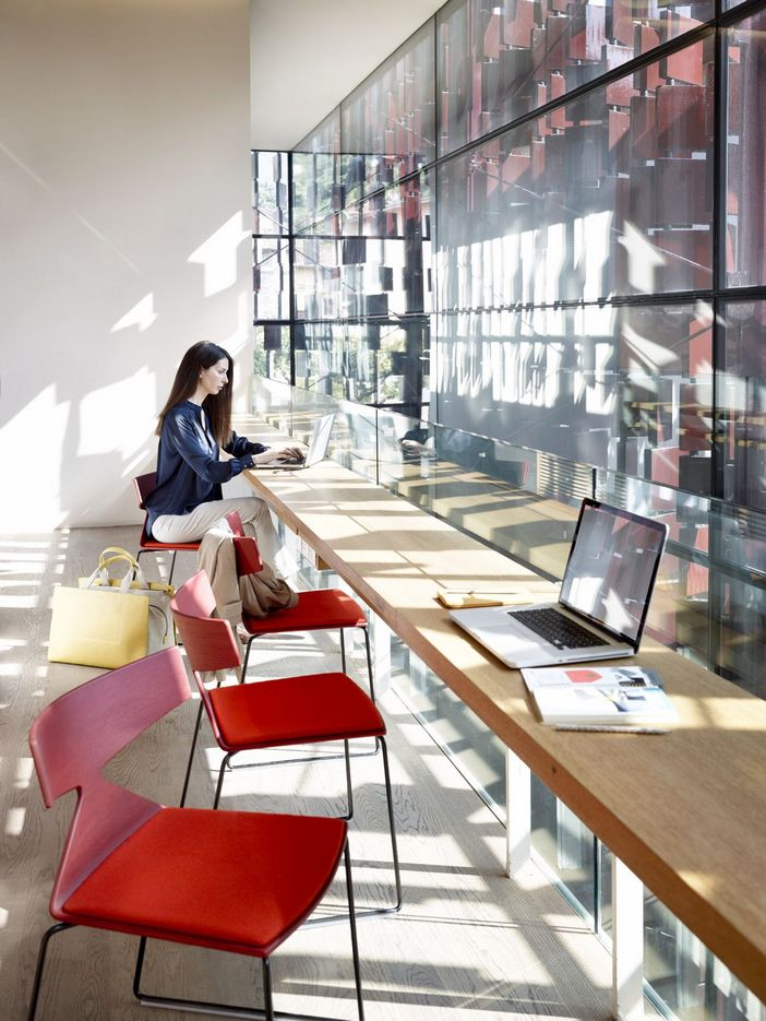 95 Modern Office Decorating Ideas With Inspiring Furniture To Add Style And Functionality To Your Workplace 51