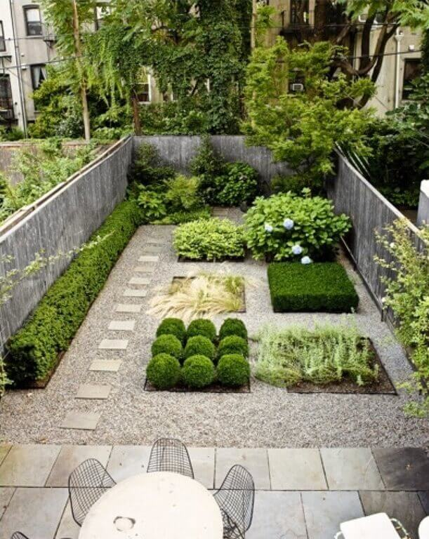 35 Wonderful Ideas How To Organize A Pretty Small Garden Space on Small Backyard Landscaping id=44653