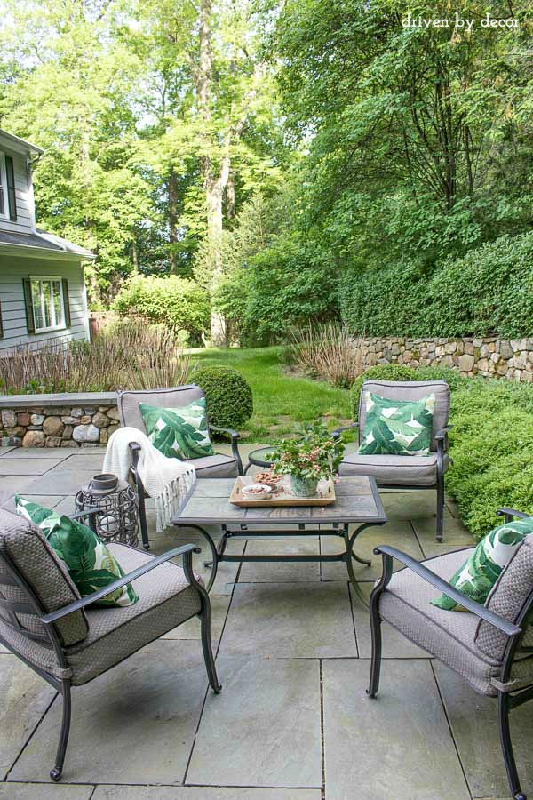 Summer Simplified: Simple Outdoor Decorating Ideas ... on Backyard Table Decor id=28527
