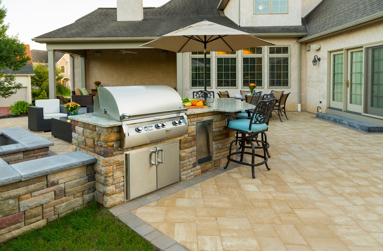 How Much Does an Outdoor Kitchen Cost? Prices to Expect in ... on Backyard Patio Cost id=21823