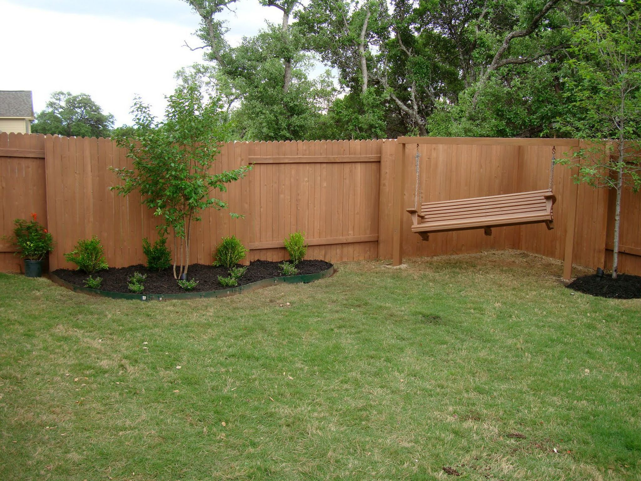 Some Helpful Cheap Backyard Fence Ideas Using the Recycle ... on Wooded Backyard Ideas id=17846