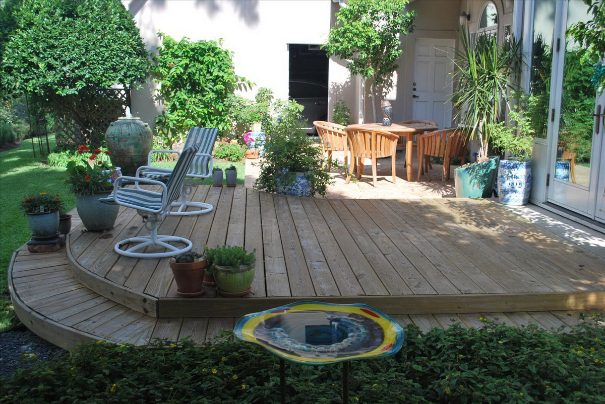Simple and Easy Backyard Privacy Ideas - MidCityEast on Simple Back Deck Ideas id=84022