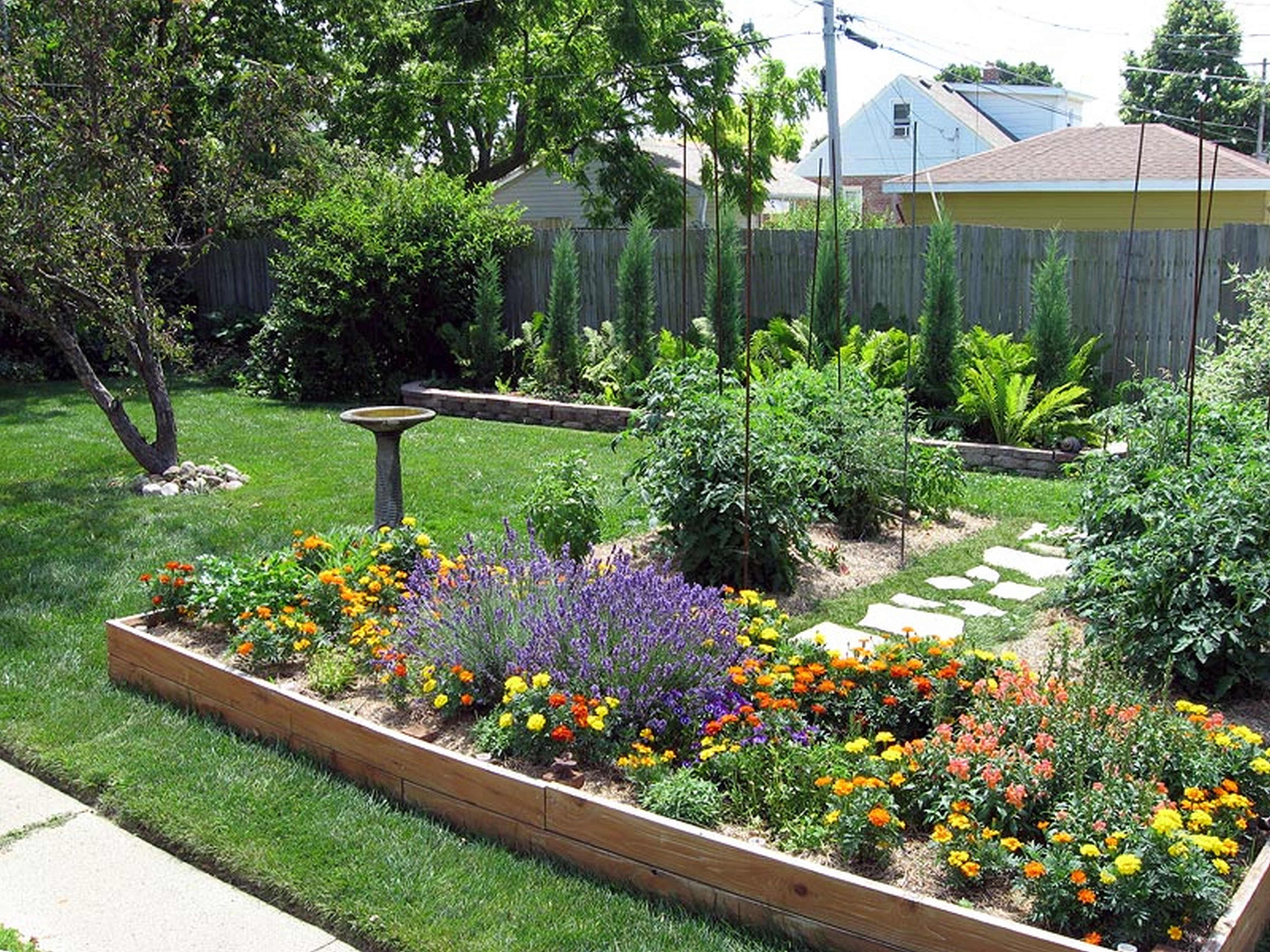 The Trendiest Spring Backyard Design Ideas for Your Home ... on Small Outdoor Yard Ideas id=40352