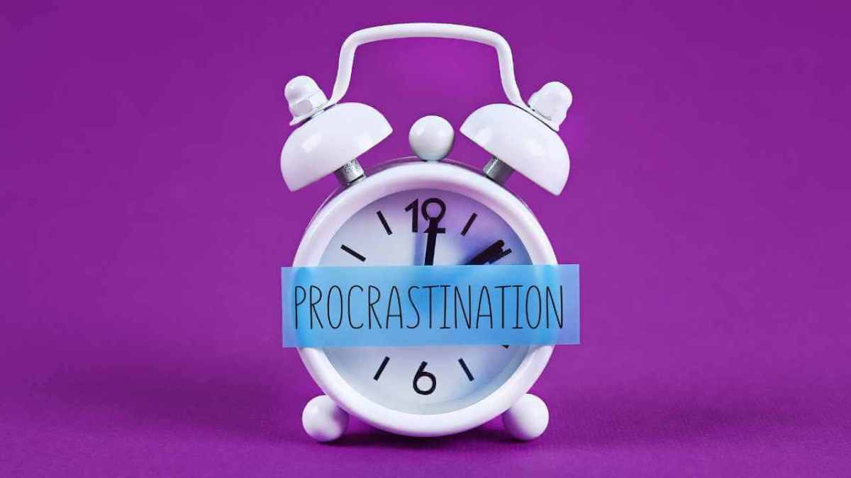 10 Powerful ways to stop procrastination and get productive. Find out in this post, ideas and simple techniques to beat procrastination for good.