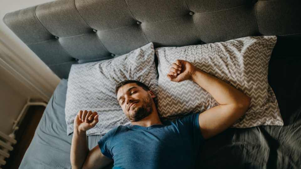 How To Wake Up At 5 AM Every Day? In this post, I'm sharing 8 smart and practical tactics that will help you to wake up at 5 AM easily.
