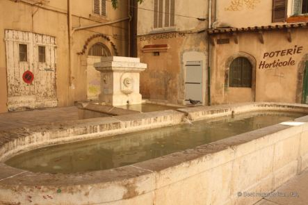 A typical sqaure of Toulon with its fountain