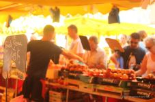 Trading on the lively market, Toulon