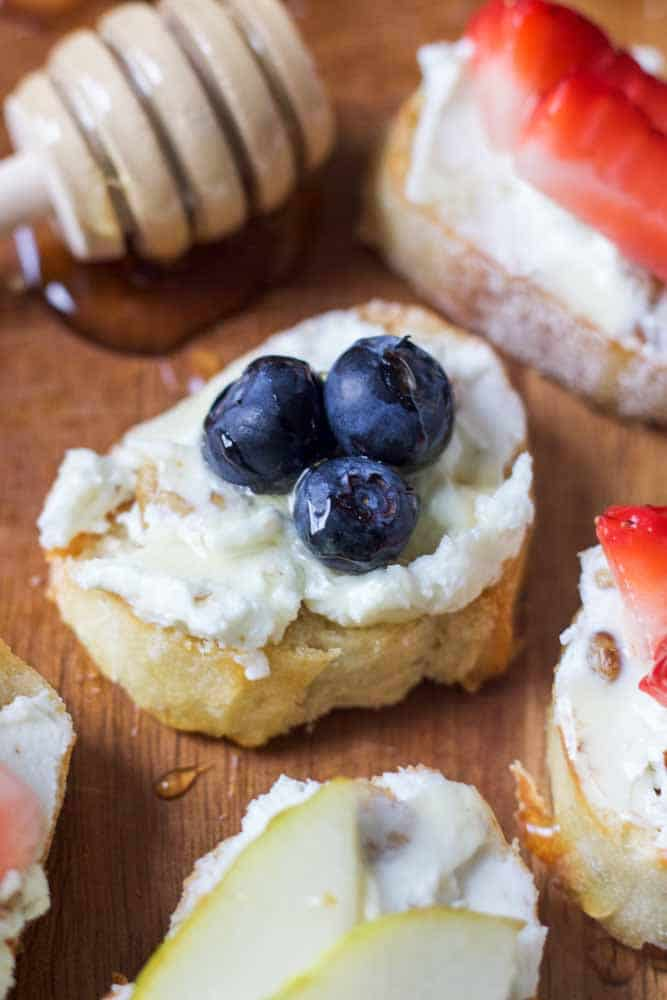 fruit-and-goat-cheese-crostini11