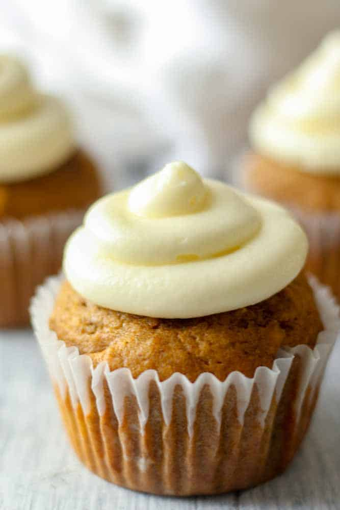 pumpkin-cupcakes-with-cream-cheese-frosting12