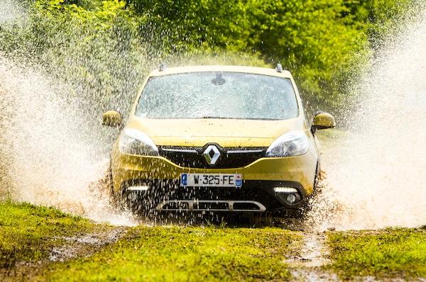 Renault Scenic Slovenia September 2013. Picture courtesy of largus.fr