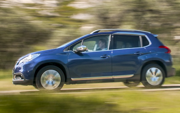 Peugeot 2008 France October 2013. Picture courtesy of automobile-magazine.fr