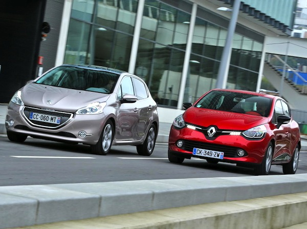 Renault Clio IV Peugeot 208 France 2013. Picture courtesy of largus.fr