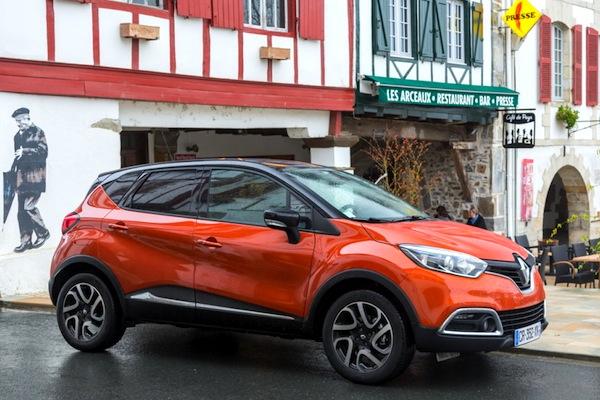 Renault Captur France June 2014. Picture courtesy of largus.fr